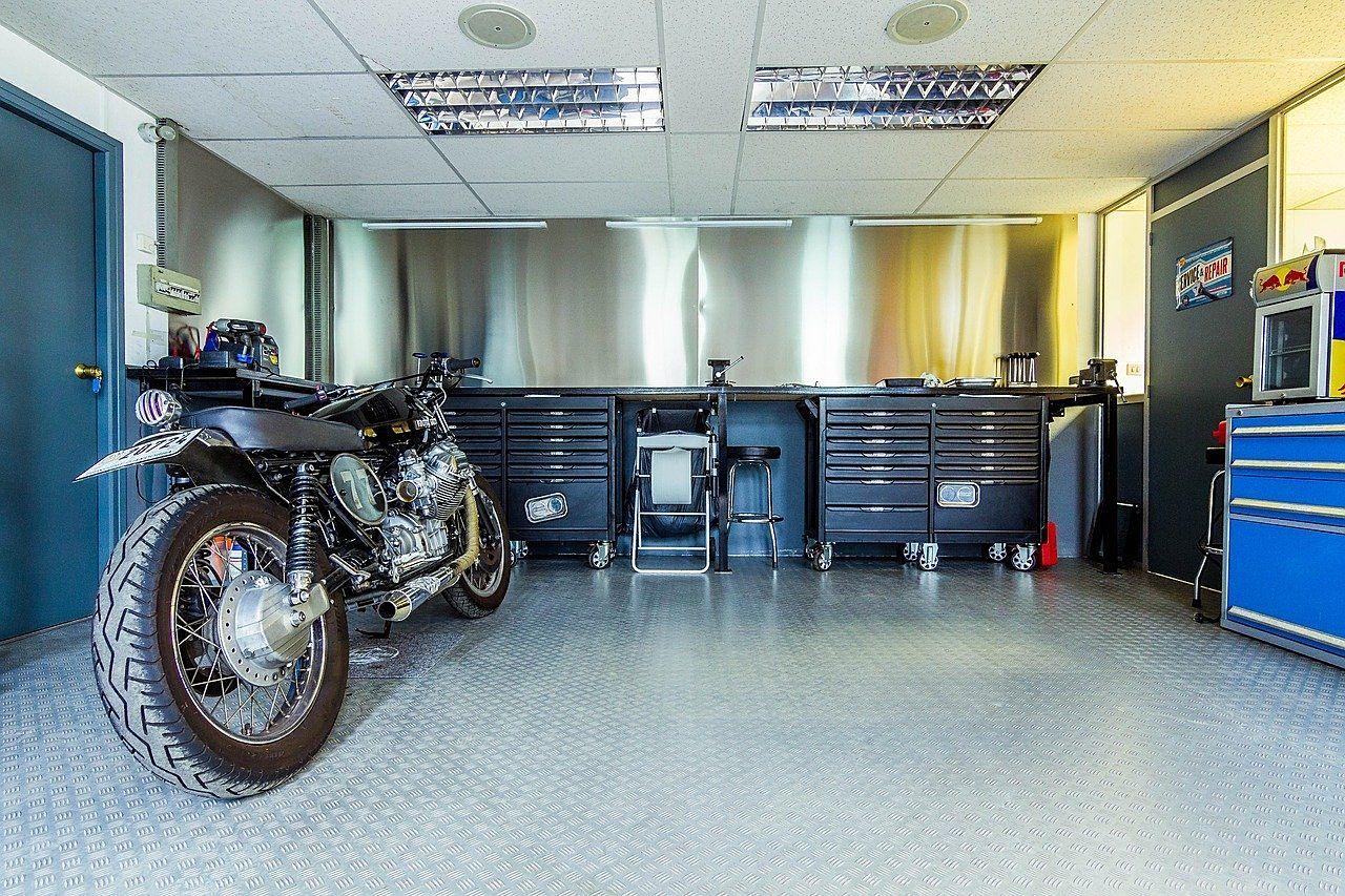 バイク置場のある賃貸物件はかなりのレアです。