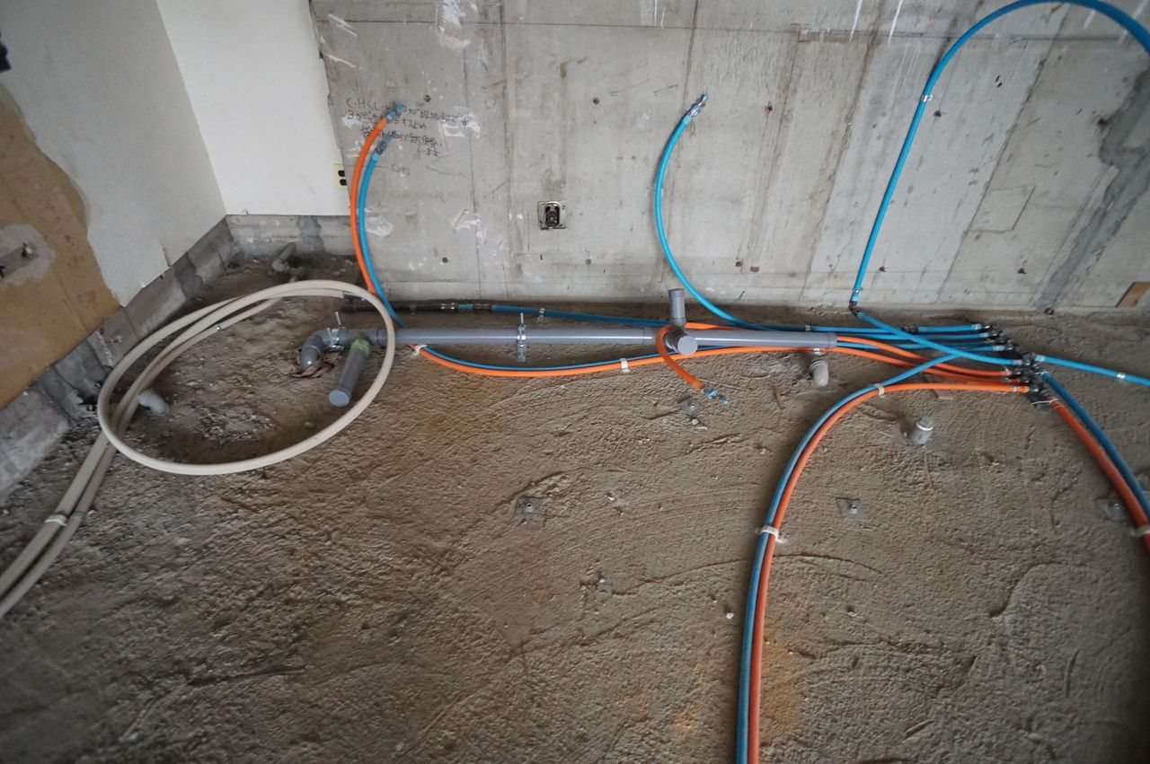 水、ガスの通り道になるポリエチレン管