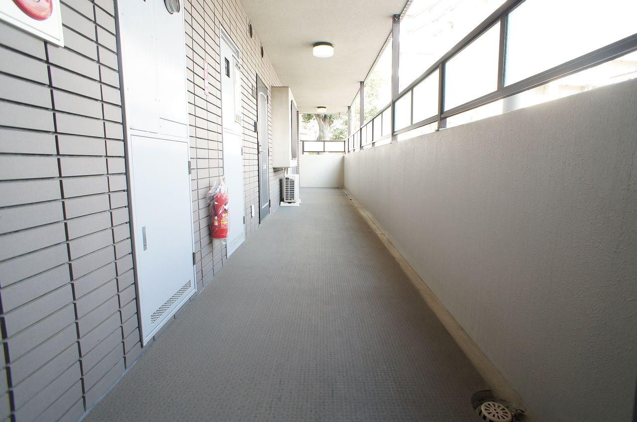 共用廊下の長尺シート張替え