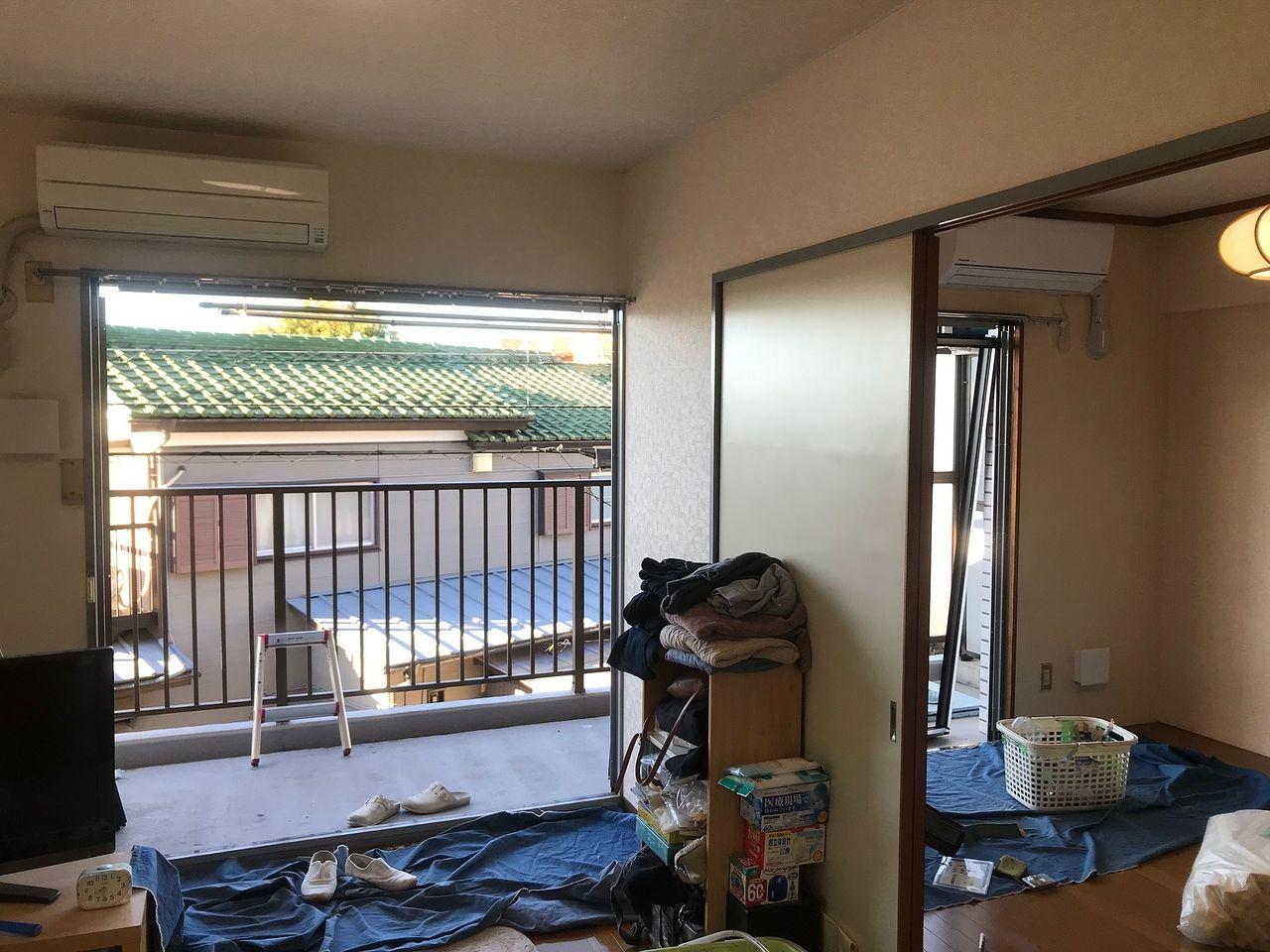 住宅防音工事のため窓のサッシがなくなっています。