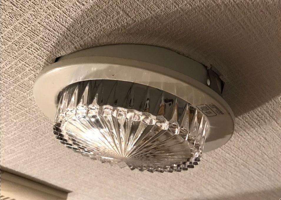 ダウンライト(照明器具)が外れそう⁉業者を呼ばずに直してみよう