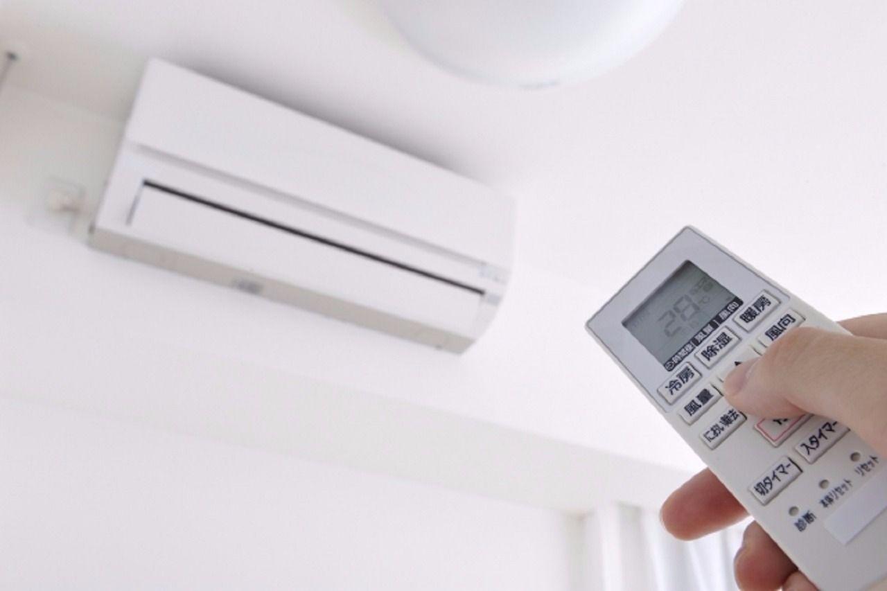最近では、賃貸住宅にエアコンが備え付けてある物件が多くなりましたが、なかにはエアコンがない物件もあります。また、リビングにはエアコンが付いているんだけど、他の部屋にも付けたいなんてこともあり…