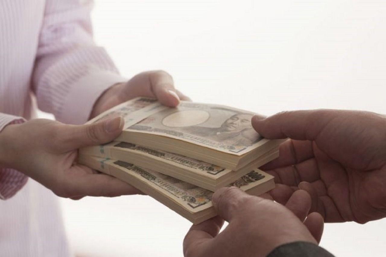 """現代社会では、大手不動産業者は""""仲介手数料半額""""や""""仲介手数料無料""""を謳い、それが当たり前のようになっています。一般的に借りる契約をしたときは、不動産業者に対して仲介手数料を支払います。しかし、…"""